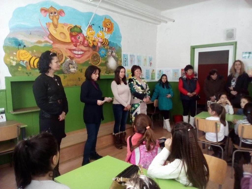 """Изложба на малките художници проект """"Твоят час""""  - голяма снимка"""